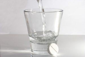 Таблетку надо выпить с водой целиком