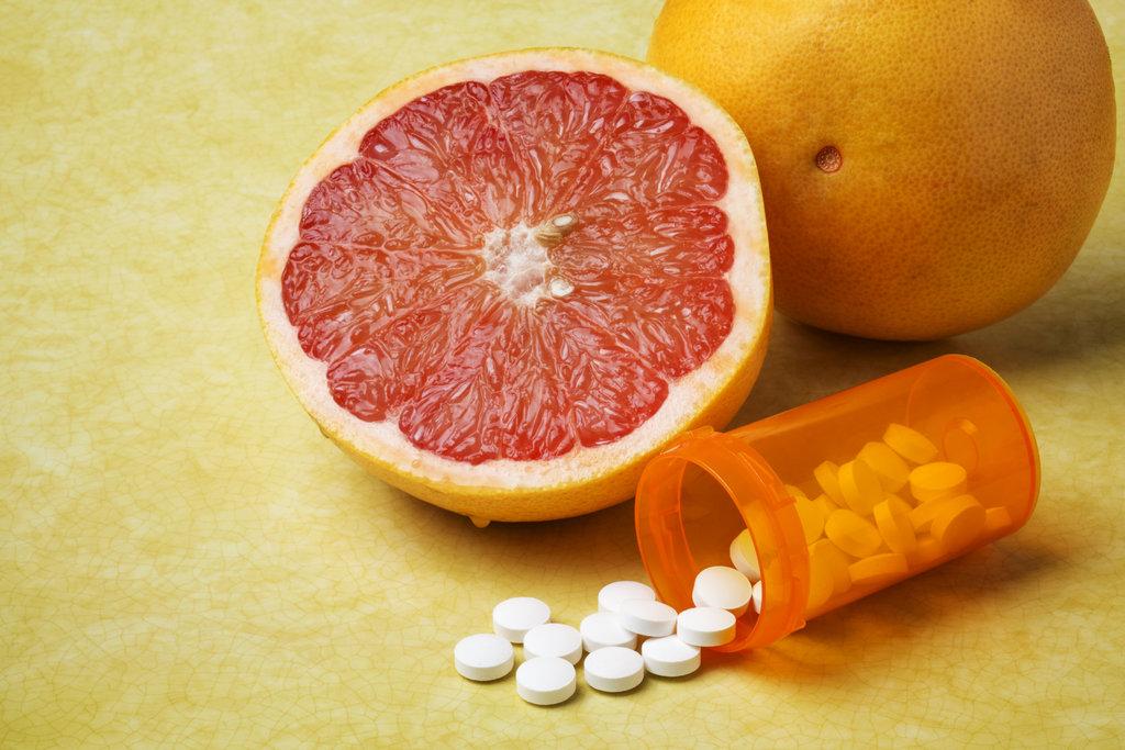Отказаться от употребления грейпфрутов