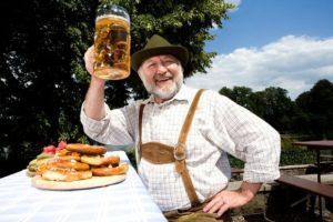 Немецкий бюргер с бокалом пива