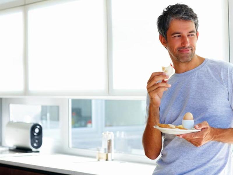Ломтик сырого сала на завтрак