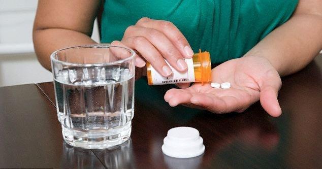 Запивать таблетку водой