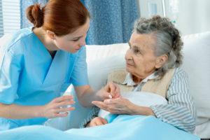 Прием лекарств помощь пожилому человеку